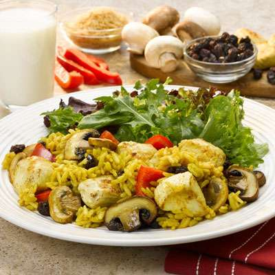 Curry chicken with raisins and mushrooms