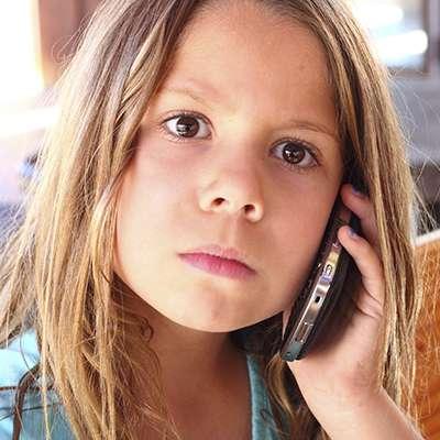 girl calling 911